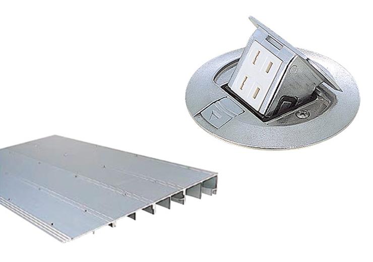 OAフロア見切りと框・玄関スロープ・フロアコンセントの設置